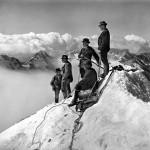 Gebrüder Wehrli: Besteigung der Jungfrau, 1906. © Eidgenössisches Archiv für Denkmalpflege (EAD): Archiv Photoglob-Wehrli. Fotografie, 22,5 x 17 cm. Zu sehen in der Ausstellung: Jenseits der Ansichtskarte. Die Alpen in der Fotografie