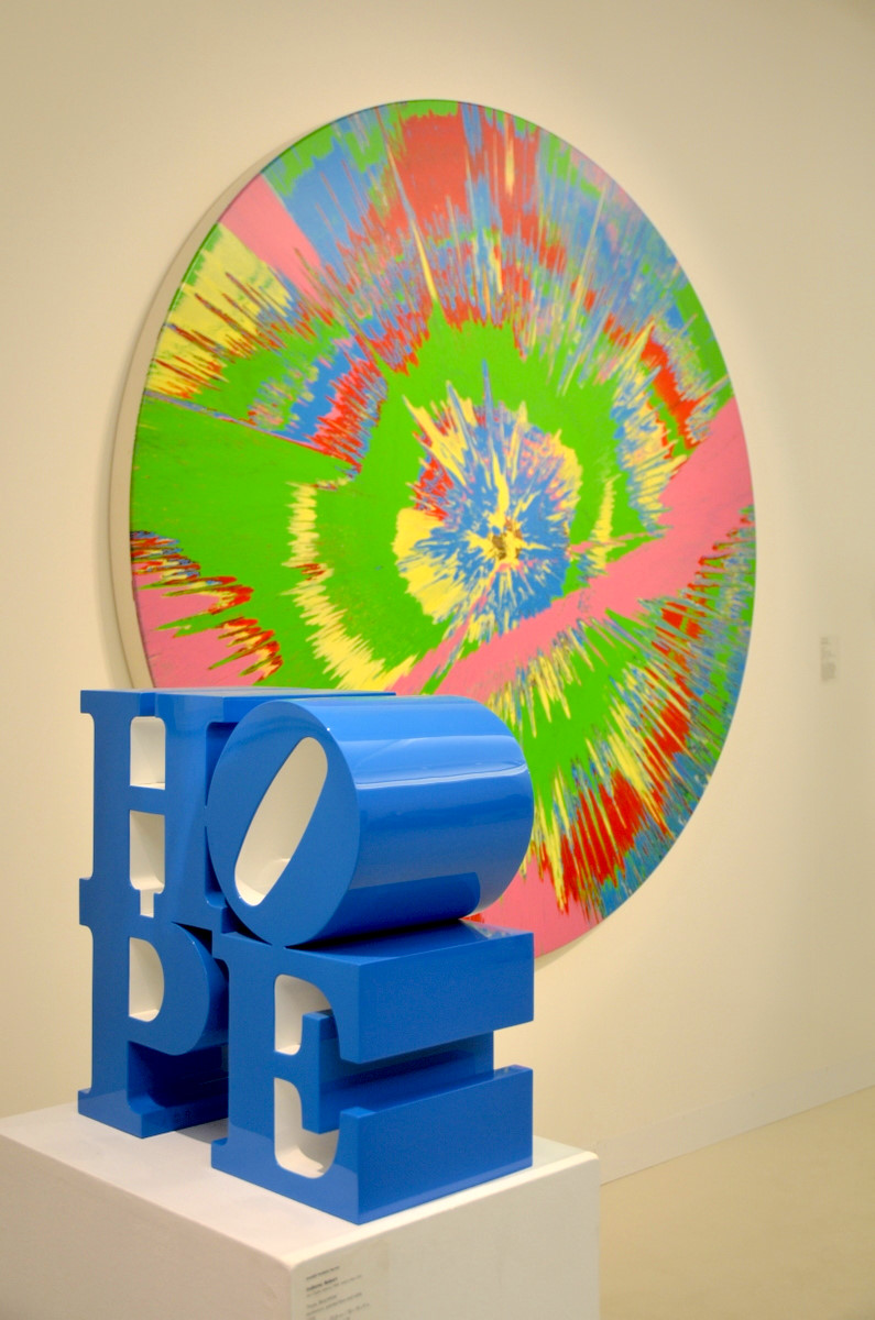 klassiker von robert indiana und damien hirst bei der. Black Bedroom Furniture Sets. Home Design Ideas