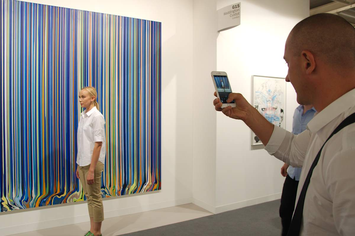 Straight lines (Ian Davenport: Mirrored Place Study (turquoise and magenta), 2017), upright posture. Posting at Waddington Custot booth, Art Basel 2017