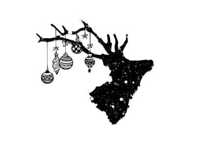 Rentier mit Weihnachtskugeln